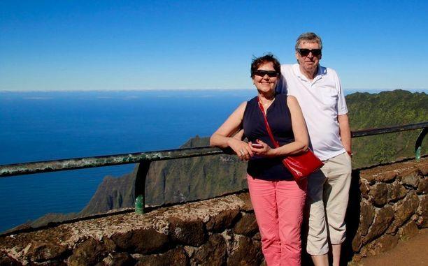 Liisa ja Unto Ruusila juhlivat hääpäiväänsä elokuun puolessavälissä. Kuvassa he ovat Havaijilla 45-vuotishääpäivänään.