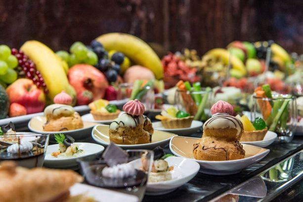 Useista ravintoloista löytyy syötävää moneen makuun.