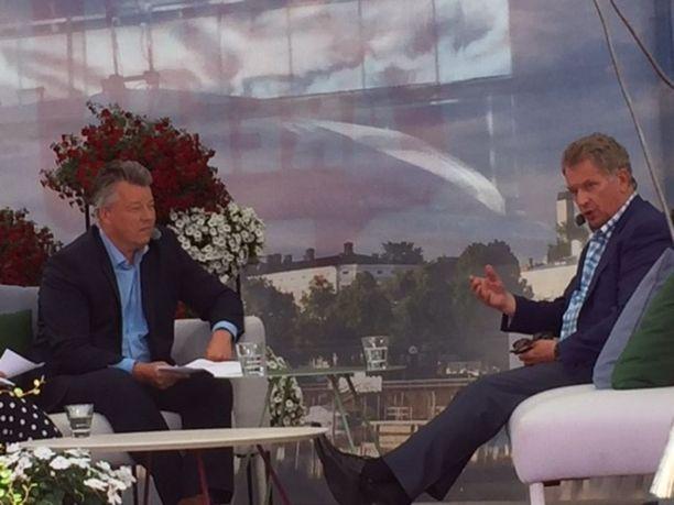 Sauli Niinistön mielestä pakolaiskiintiötä voitaisiin moninkertaistaa tilanteessa, jossa voitaisiin olla varmoja, että muuta kautta ei tule väkeä Suomeen.