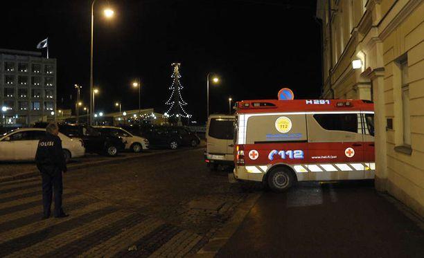 Linnan juhliin tilattiin itsenäisyyspäivänä toinenkin ambulanssi. Kuva ensimmmäisestä ambulanssista.