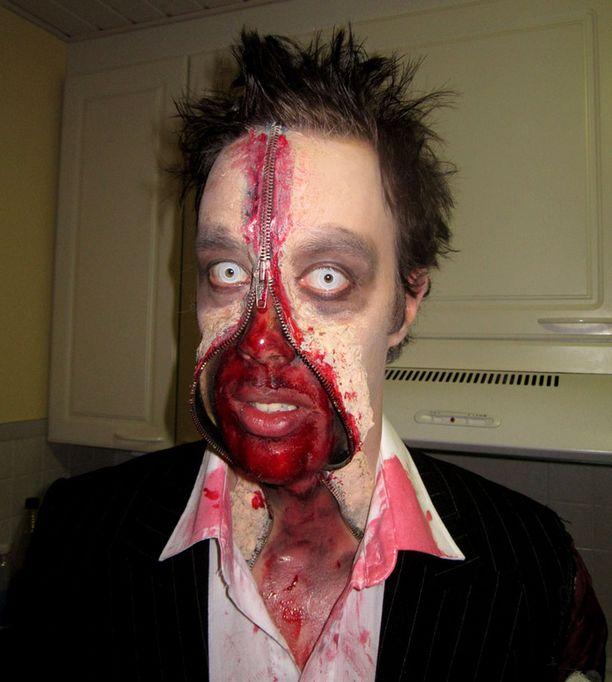 Näyttävästi maskeerattu Ari oli halloweenina uskottava zombie.