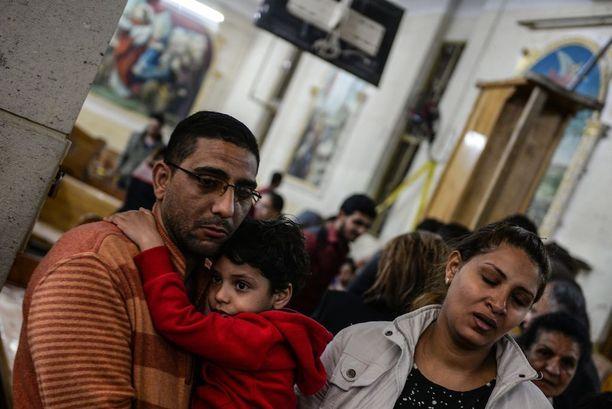 Yli 40 ihmistä kuoli ja yli 100 haavoittui iskuissa kirkkoihin.