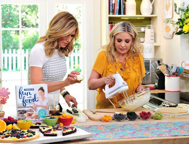 Gellar on nähty viime aikoina USA:n televisiossa kokkailemassa ja promotoimassa keittokirjojaan.