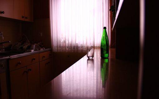 Miehelle annettiin puhtaat vaatteet ja viinaa – pian hän oli syytettynä yli 73 000 euron rahanpesusta