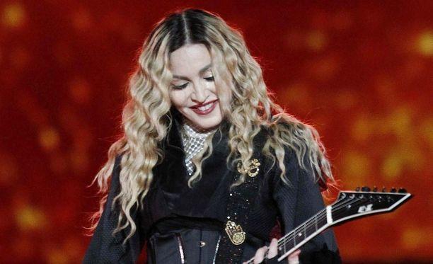 Madonna haluaa lapsilleen menestyksekkään tulevaisuuden.