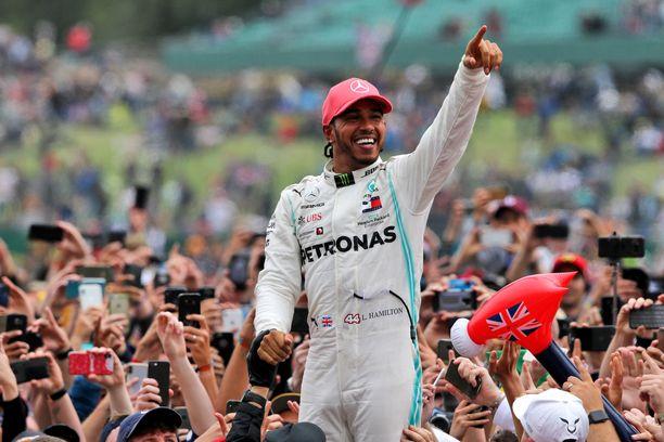 Lewis Hamilton jahtaa tällä kaudella uransa kuudetta maailmanmestaruutta.