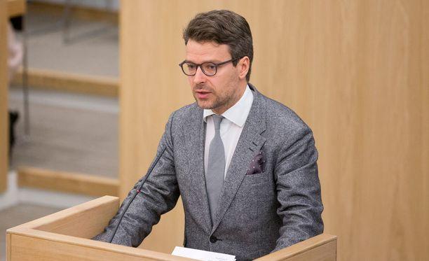 Ylen kyselyn perusteella Ville Niinistö on oppositiojohtajien ykkönen.