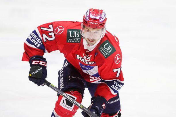Patrik Carlsson on tehnyt kolmessa ottelussa TPS:aa vastaan hurjat tehot 2+5.