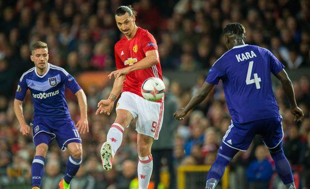 Zlatan loukkasi jalkansa viime torstaina pelatussa Eurooppa-liigan ottelussa.