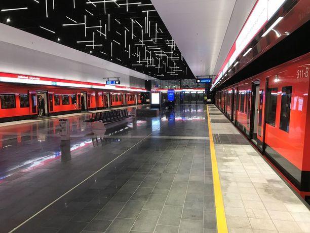 Länsimetro avattiin 18. marraskuuta 2017.
