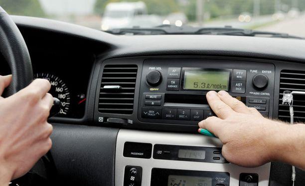 Iltalehti kertoi tammikuussa ajotutkinnon vastaanottajasta, jonka väitettiin olleen töissä useita kertoja alkoholin vaikutuksen alaisena.