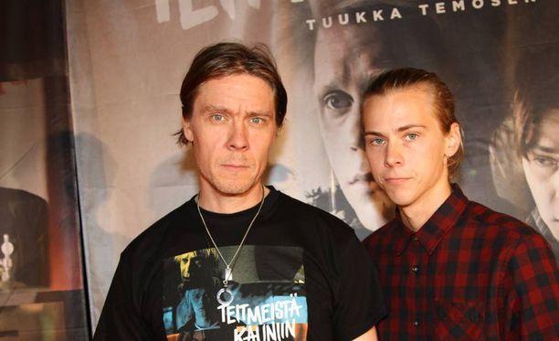 Apulannan ex-basistia Tuukka Temosta elokuvassa näyttelee Iiro Panula.