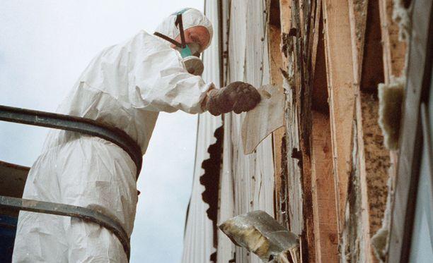 Remontointi- ja purkutöissä asbestille altistuu yhä 500-1000 korjausrakentajaa vuodessa. Suojavarusteet ovat välttämättömät.