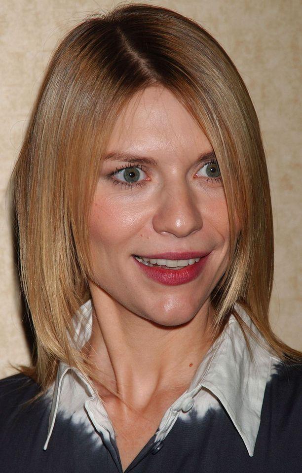 Näin käy, kun föönaus jää väliin. Näyttelijä Claire Danes suihkunraikkaana Motion Picture Clubin gaalassa vuonna 2007.