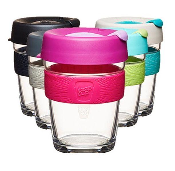 Ihanan värikäs ekologinen lasikuppi on vaihtoehto kertakäyttöiselle take away -mukille. KeepCupit ovat BPA-vapaita ja myrkyttömiä. Kuppi pitää juoman kuumana 20-30 minuuttia pidempään kuin perinteinen pahvimuki sekä kestää mikroa ja konepesua. Kestolasikuppi Ekolosta. Hinta 24,90