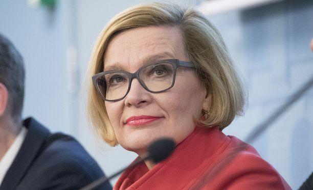 Paula Risikko kuuluu puhemieskisan vahvimpiin ennakkosuosikkeihin.