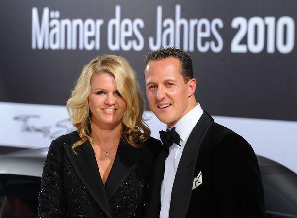 Lehtitietojen mukaan Corinna-vaimo on järjestänyt Michael Schumacherille kotihoidon, josta vastaavat alan ammattilaiset.