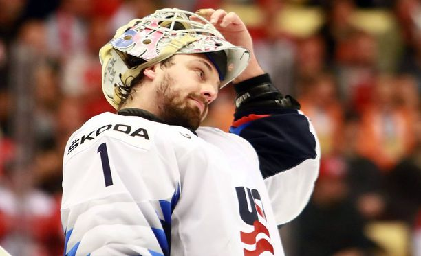 New Jerseyn Keith Kinkaid pysäyttää kiekkoja USA:n paidassa MM-kisoissa Tanskassa.