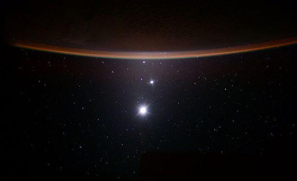 Nasan astronautti Scott Kelly kuvasi Maan, Kuun, Venuksen ja Jupiterin kansainvälisellä avaruusasemalla heinäkuussa 2015. Kuvituskuva.
