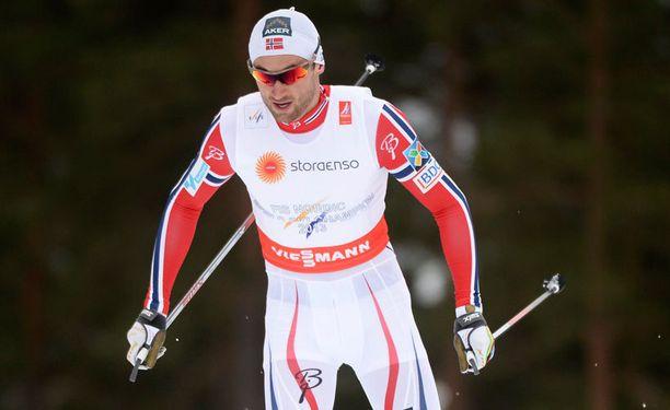 Puolustava MM-kultamies Petter Northug nosti selän suoraksi Falunin 15 kilometrin kisassa.
