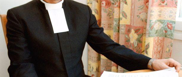 Kirkkoherra katsoi putkimiehen kokemuksen olevan hyödyksi papintyössä.