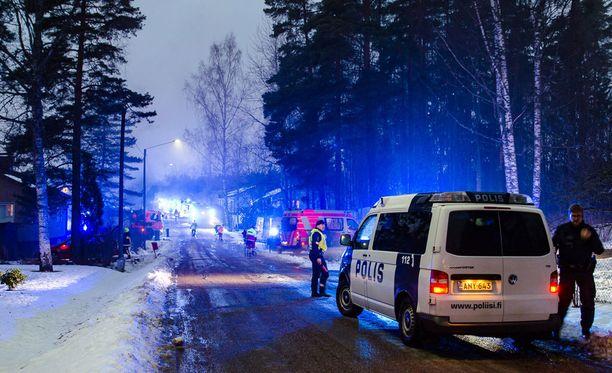 Palo aiheutti paljon tuhoa omakotitalossa. Poliisi tutkii palon syttymissyytä.