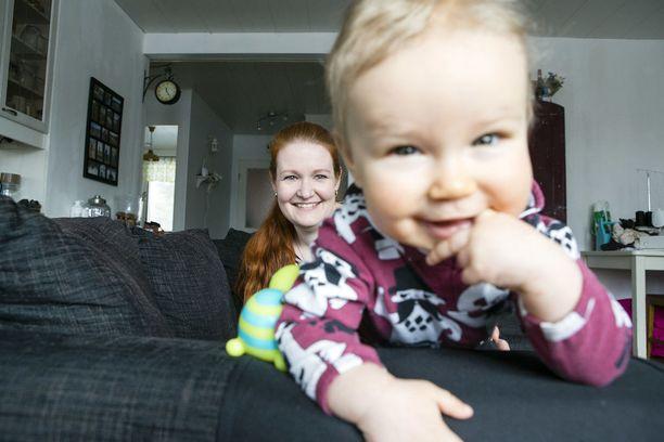 Leena Huhtamellalle raskausmyrkytys aiheutti tunteiden myrskyn.