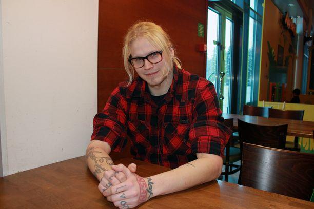 Tänä päivänä Rasmus Anderssén on onnellinen siitä, että hän on elossa. Nyt mies haluaa auttaa muita, joilla on itsetuhoisia ajatuksia.
