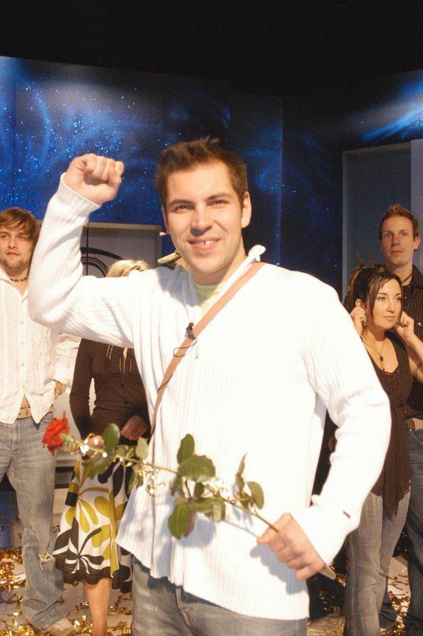 Joulukuussa 2005 Perttu Sirviö tienasi 50 000 euroa (miinus verot) voittamalla Big Brotherin. Rahoilla hän perusti rakennusalan yrityksen.