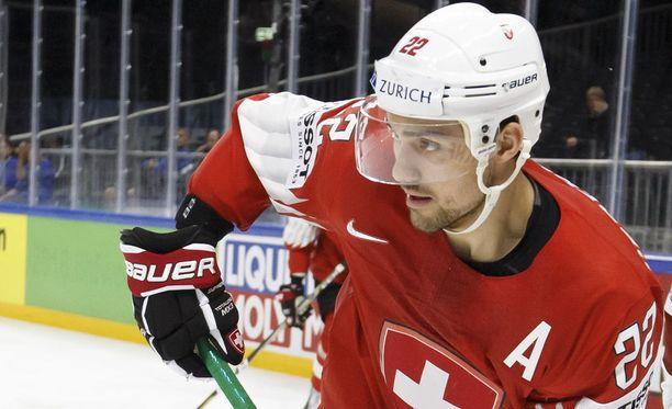 Nino Niederreiter on yksi Sveitsin kahdeksasta NHL:ssä tällä kaudella vähintään yhden ottelun pelanneesta pelaajasta. Hän teki Minnesota Wildissä tällä kaudella 32 tehopistettä.