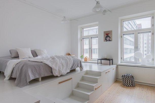 Säilytyskoroke on sekä näyttävä että käytännöllinen ratkaisu pieneen kotiin. Sängyn alla säilyvät vaikka petivaatteet.