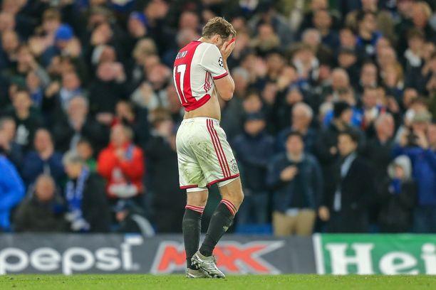 Ajaxin Daley Blind jätti joukkueensa pulaan ulosajollaan.