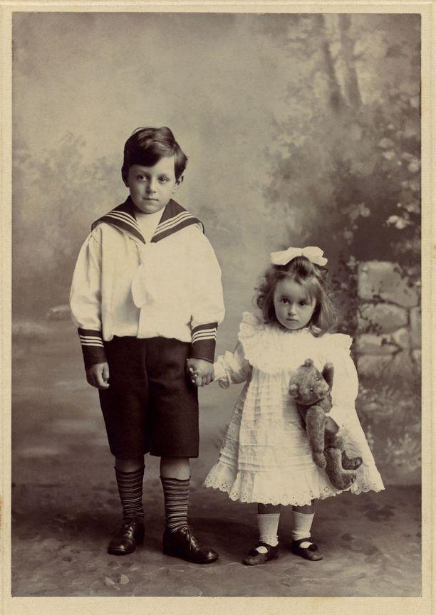 1900-luvun Britanniassa shortseja käyttivät pojat.