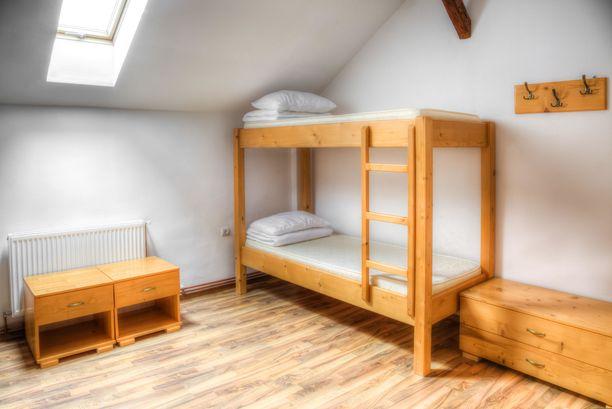 Kerrossänkyjä on toki tarjolla budjettireissaajille, mutta hostelleista löytyy yksityishuoneitakin.