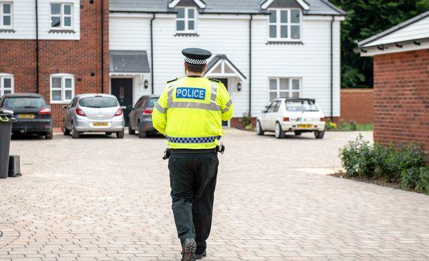 Poliisi partioimassa Amesburyn kaduilla keskiviikkona.