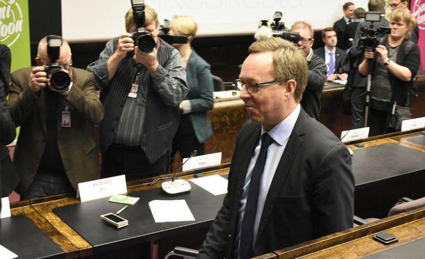 Presidentti Sauli Niinistö nimittää tänään keskustan kansanedustajan Mika Lintilän elinkeinoministeriksi.