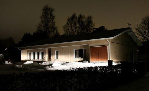 Pariskunta asui omakotitalossa Haapaveden keskustassa.