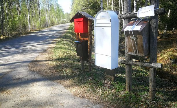 Parempaan käyttöön päässeen postilaatikon rinnalle piti hankkia uusi laatikko postilaatikon virkaa toimittamaan.