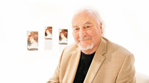 Yliopistossa Neil Hardwick ymmärsi olevansa ihmisenä lähempänä erilaisia taiteilijoita kuin tiedemiehiä.