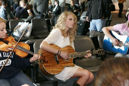 Taylor Swiftkin on soitellut Nashvillen lentoasemalla.