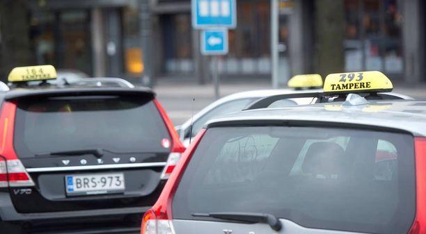 Taksiliiton mukaan Suomessa järjestäytyneen taksialan taksitarkastajat ovat tehostaneet toimintaansa laittoman liikenteen havaitsemiseksi.