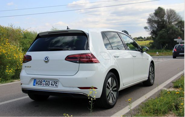 Testikuljettajiksi valittavat saavat joko e-Golfin tai Passat GTE:n.