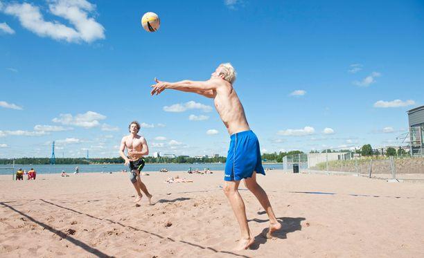 Suomeen uumoillaan normaalia lämpimämpää kesää.