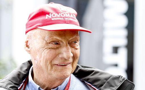 Kuoleman porteilla käynyt Niki Lauda pääsi pois sairaalasta - uuden keuhkon saaneen legendan kuntoutus jatkuu kotona
