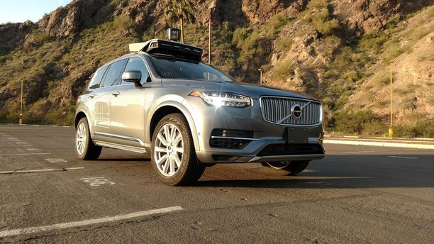 Uberin robottiauto ajoi jalankulkijan kuoliaaksi Yhdysvalloissa.