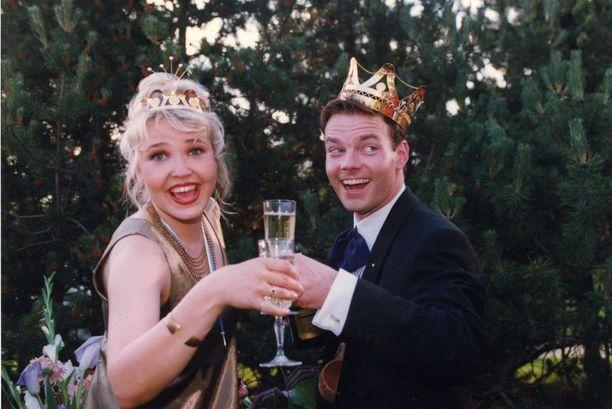 Tangokuninkaalliset skoolasivat voittonsa jälkeen. Maritalla oli yllään Kööpenhaminasta ostettu iltapuku ja Kalevala-koruja. Voittoa hän kuvailee totaalishokiksi. Onneksi rinnalla oli kuningas, jonka kanssa syntyi syvä ystävyys.Elämäni muuttui yhdessä yössä.