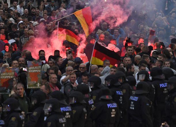 Äärioikeistolaiset ovat vahvoilla erityisesti entisen Itä-Saksan alueella. Kuvassa äärioikeiston mielenosoitus Chemnitzissä elokuussa 2018.
