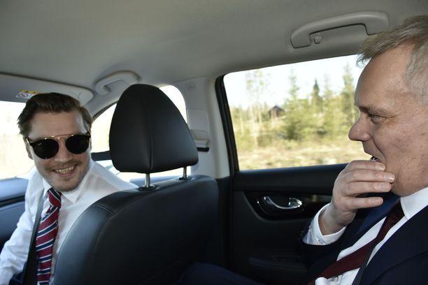 Avustaja Dimitri Qvintus ja puoluejohtaja Antti Rinne kantavat tällä hetkellä harteillaan vaalien ennakkosuosikin paineita.