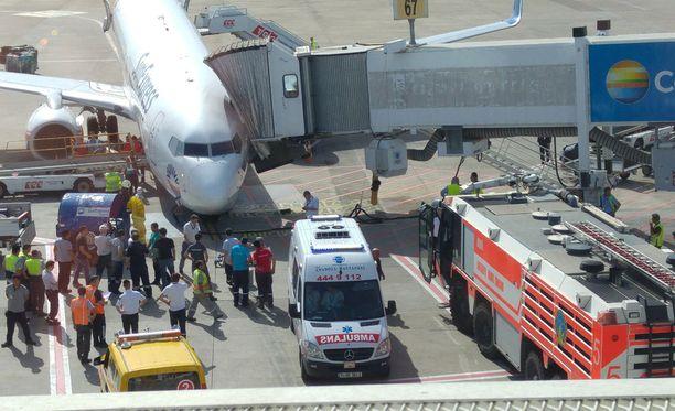 Sun Express -lentoyhtiön mukaan onnettomuuskone oli Boeing 737-800.