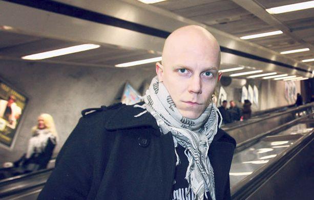 PERHE TÄRKEÄ – Lapsia saisi tulla, ihan ehdottomasti, Toni Wirtanen toivoo. Lentolupakirjan hankkinut mies haaveilee myös omasta lentokoneesta.